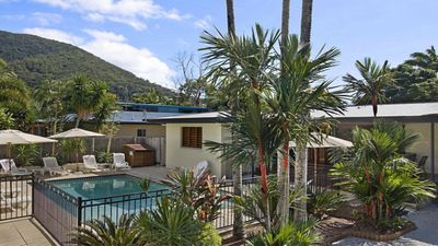 Photo for 5BR House Vacation Rental in PALM COVE, QLD
