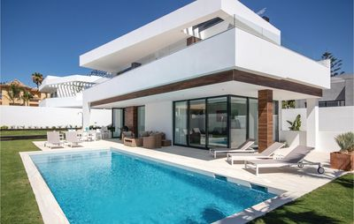 Photo for 5 bedroom accommodation in Nueva Andalucia