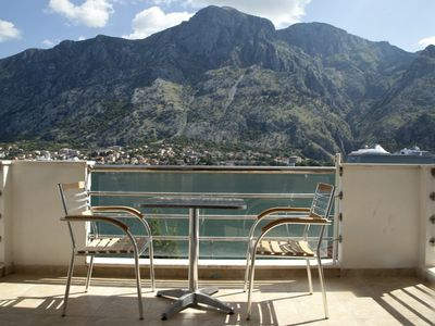 Immaculate Apartment, Uninterrupted Stunning Bay Views , Private parking