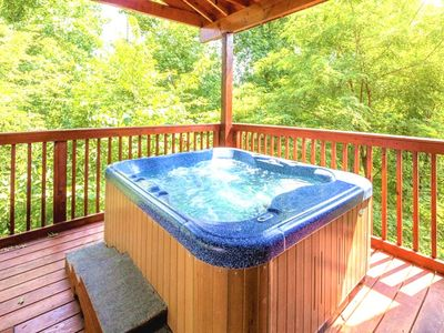 Photo for ⭐Up-Scale CABIN⭐ SCENIC AREA - 5 MI TO PIGEON FORGE, PETS OK & AN ENCLOSED DECK!