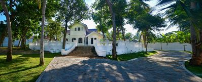 Photo for Beautiful colonial villa in private grounds.