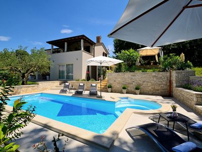 Photo for Modern villa with pool and whirlpool in central Istria