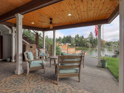 Photo for Adorable rental w/ a full kitchen, dock, shared hot tub, & lake access