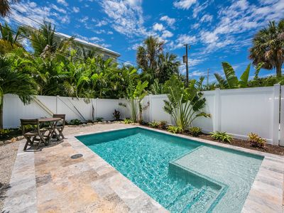 Bikinis B: Gorgeous Villa w/Private Heated Pool, Less Than 2 Min. Walk to Beach!
