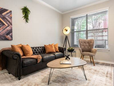Photo for Bright and Open One Bedroom Apartment in Uptown