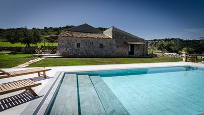 Photo for Idyllic country house, panoramic pool with sea views, quiet, WiFi, heating, 7 people