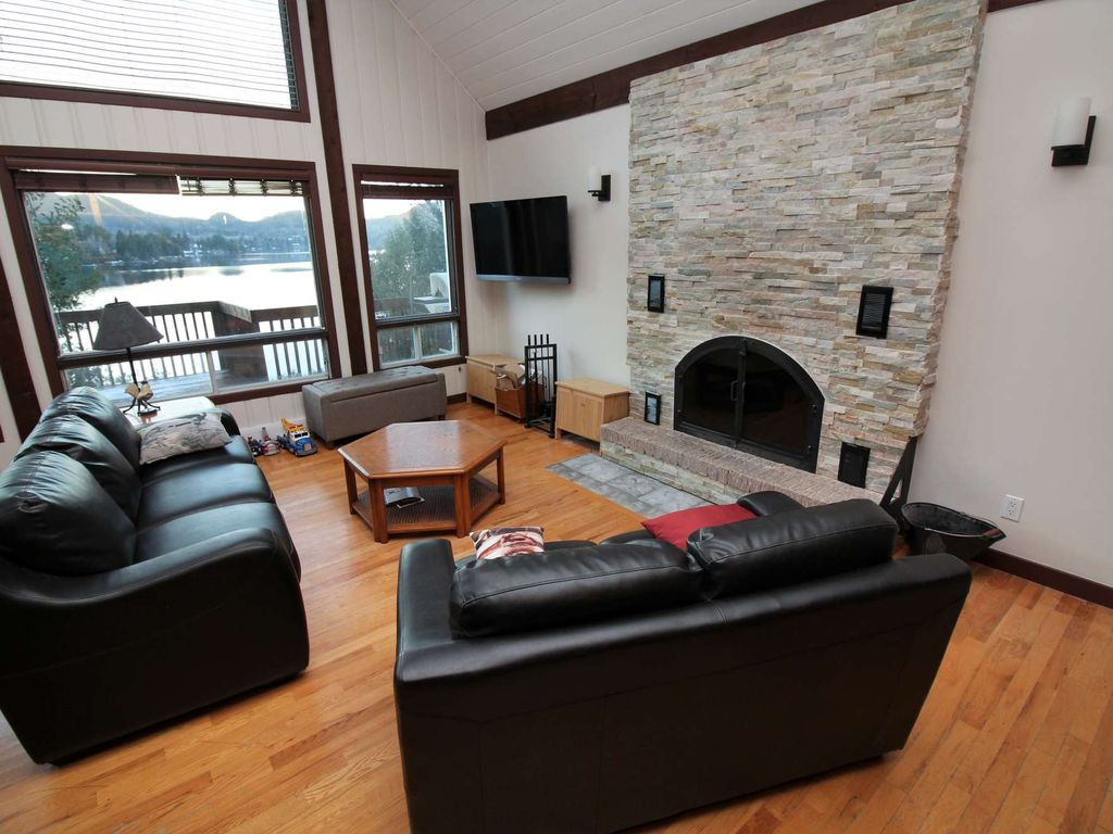 Spacious 3-Bedroom Duhamel Waterfront Chalet in Tremblant with Fabulous View