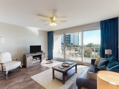 Photo for Ocean-view getaway w/three on-site pools, fitness center, & direct beach access