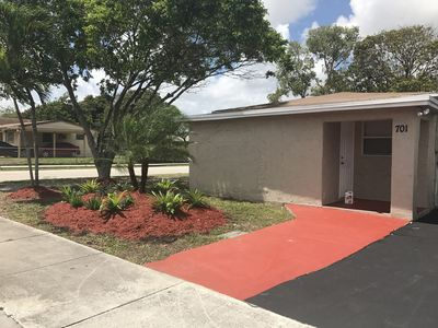 Photo for Cozy house in Pompano. 4 miles from beach.