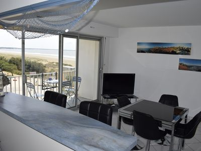 Photo for At the foot of the beach, luxury apartment, spacious 5 ° and top floor, sea view