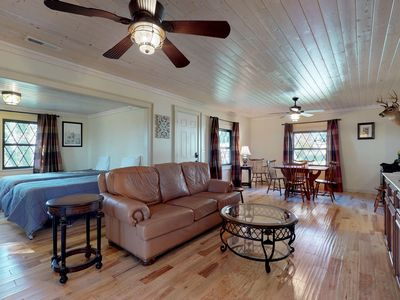 Photo for Family-friendly house with full kitchen, free WiFi, screened porch