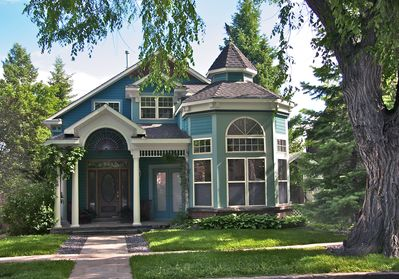Elegant remodeled Victorian in quiet West Boulder,  8 minute walk from the mall