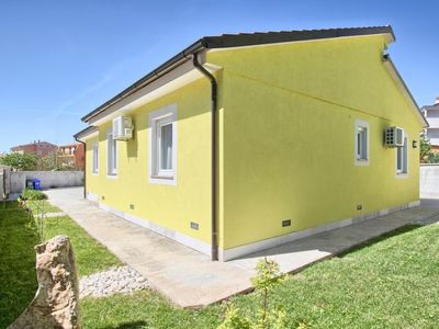 Photo for Vacation home HOUSE DEJVIS in Medulin - 8 persons, 3 bedrooms