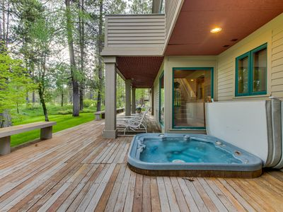 Photo for Sunriver getaway, golf course views, hot tub & SHARC passes!