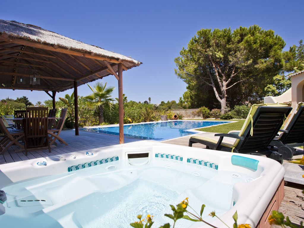 Villa in Quinta do Paraiso: 4 Bedroom Villa With Private Pool & Hot ...