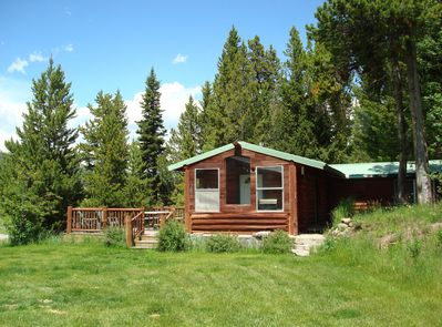 No cookie-cutter cabin here! With the Kozy Cabin you have room to breathe.