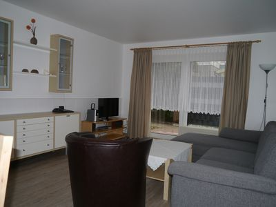 Photo for Spacious 2-bedroom apartment, quiet and central location, 5 minutes to the beach