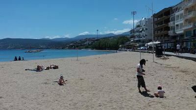 Sandy beach and restaurants 50 meters from apartment