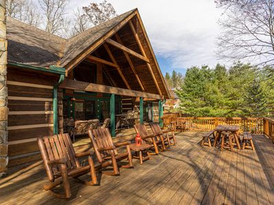 Dream Forest - Hot Tub, Pool Table, One Level, Yard, 1 Mile to Parkway!