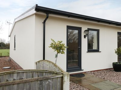 Photo for THE GOOSE SHED, pet friendly in Thornton, Lancashire, Ref 928849