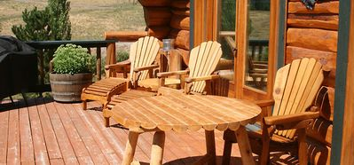 Lovely large deck has a perfect mountain view