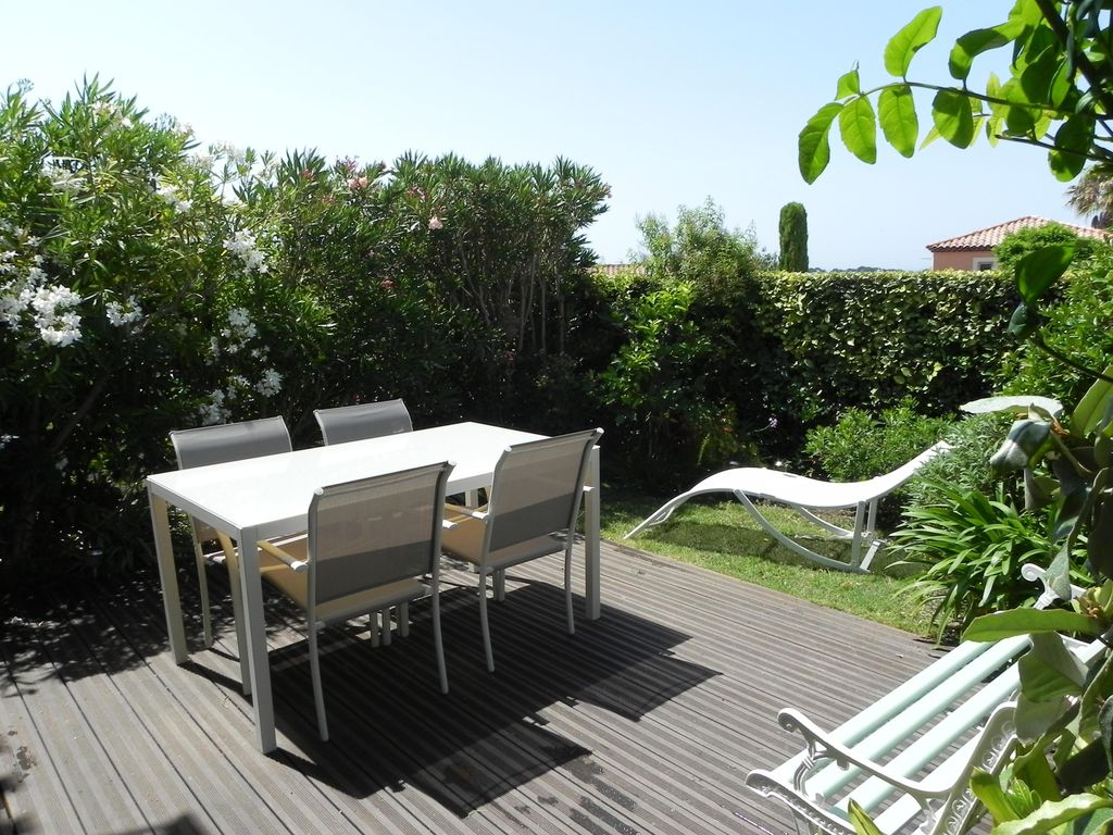 Appartement type t2 acces direct piscine sanary sur mer for Piscine sanary