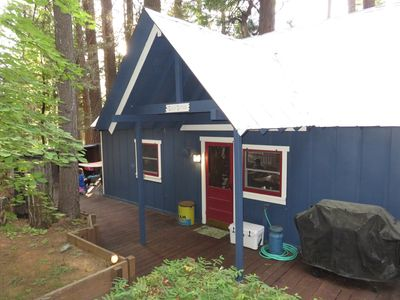 Photo for Cozy Cabin With A Short Walk To Fly In Lake/Blue Lake Springs