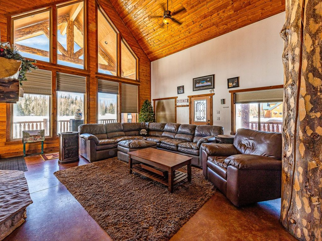 Come Get Cozy Around The Wood Burning Fireplace In This Large Pet Friendly Cabin Short Distance To Brian Head