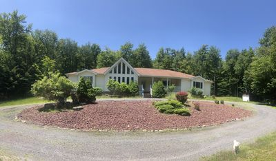 Photo for Newly renovated, modern finishes, 5 bedroom house in the heart of Poconos