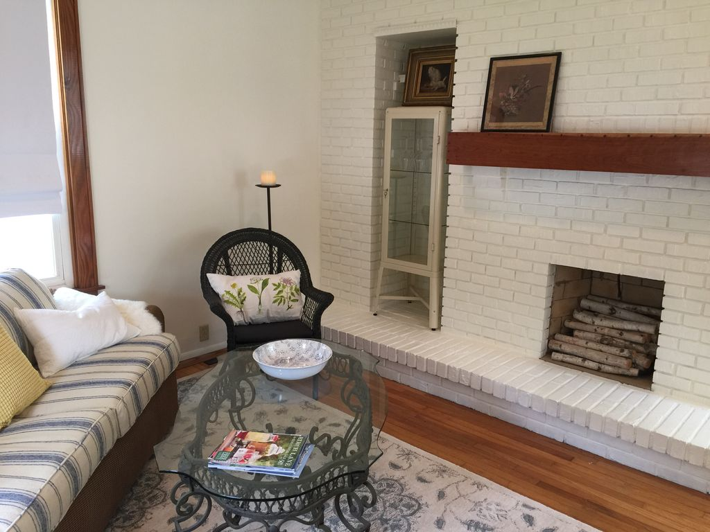 hyde park square charmer walkable to rest vrbo