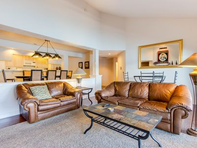 Photo for Charming lakefront condo w/balcony & on-site marina & pool!