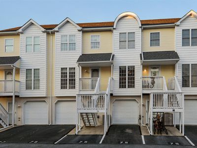 Photo for FREE DAILY ACTIVITIES INCLUDED!  GREAT WEEKEND OR MINI-WEEK GETAWAY!  Just minutes to the open bay for great fishing! This multi-level vacation townhouse is located on the bayside and has 3 bedrooms with 3 full plus 1 half bathrooms
