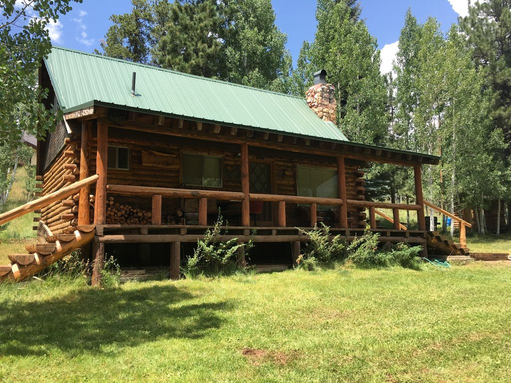 Rustic mountain cabin close to zion bryce canyon duck for Bryce canyon cabin rentals