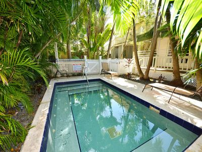 Dog-friendly, tropical escape with central location, hot tub, and shared pool