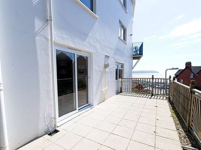 Photo for Great dog friendly 2 bed apartment close to village and beach.