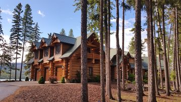 Montana Lakefront Luxury Home - All season paradise!!
