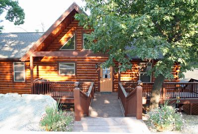 Branson Cabin Rental -  Owl's Nest Cabin - Front Entrance On Heavy Timber Dr
