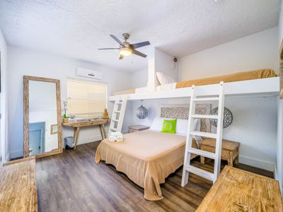 Photo for Treehouse Queen Loft Room