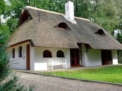 Photo for Exclusive thatched roof house in the Samtgemeinde Uelsen with conservatory