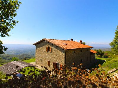 Photo for Nice apartment for 7 people with WIFI, pool, TV, pets allowed and parking, close to Arezzo