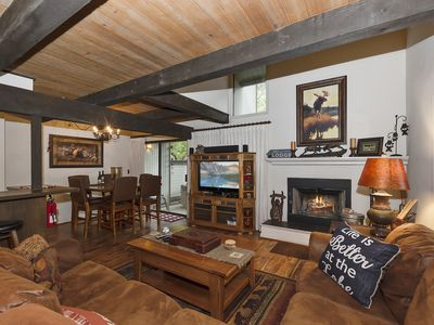 Summit Escape: Walking Distance to Snow Summit! Reserved Parking! Cable! Internet! Hot Tub!