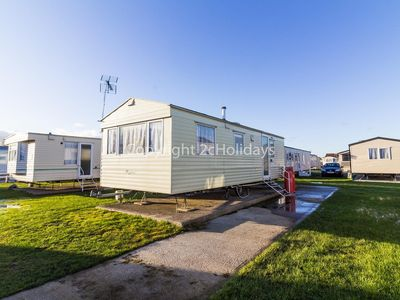 Photo for 6 berth caravan to hire in Clacton-on-sea, Essex holiday park.ref 28029