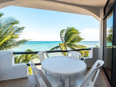 Charming penthouse with a stunning ocean view - Beachfront, AC, Wifi
