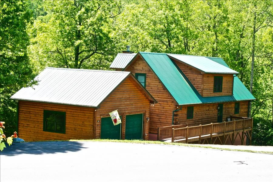 OWLS ROOST-5 BR, 3 5 Bath Private Log Home in Gated Preserve-Sleeps 14 -  Black Mountain