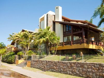 Photo for Beautiful house with 5 suites, in Jurerê international facing the sea
