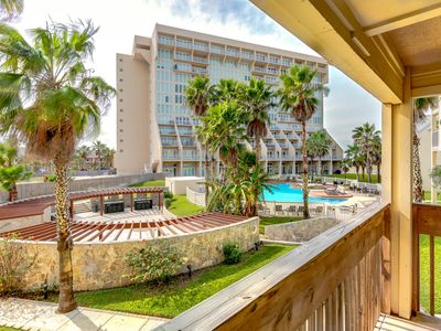 Photo for Bright, beachside condo with shared hot tubs, pools, tennis! Small dog OK!