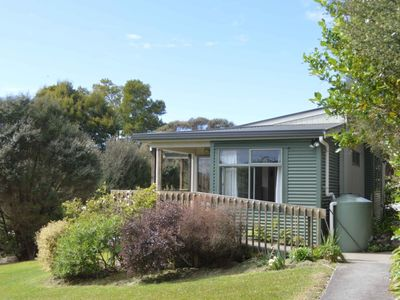 Photo for Cosy modern cottage in historic harbour town