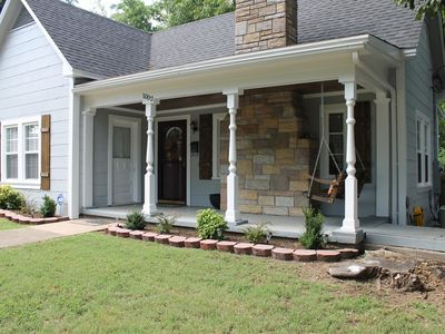 Quaint cottage located just 2mi from Oaklawn 🏇🏼and 1mi from historical downtown!