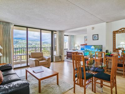 Photo for Darmic Waikiki Banyan: Superior - Mountain View  |  25th floor  |  1 bdrm  | FREE wifi and parking  | AC | Quality amenities |Only 5 mins walk to the beach!