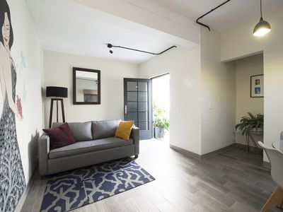 Photo for Cozy 2 bedroom apartment in a great location, 5 minute walk to Polanco and reforma! (J)